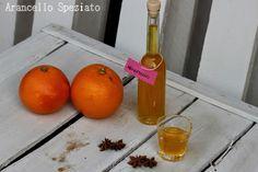 8 arance bio 4 chiodi di garofano 1 bacca di vaniglia 1 stecca di cannella 2 fiori di anice stellato 1 lt di alcool 800 gr di zucchero 1 lt di acqua Procedimento Con l'aiuto del pelapatate togliamo la buccia dalle arance cercando di togliere anche la parte bianca che risulta amara. Mettiamo quindi la buccia e le spezie in infusione con l'alcool per 2 settimane,agitando tutte le sere e conservando in un luogo fresco e buio. Trascorso il tempo di infusione prepariamo uno sciroppo di acqua e…