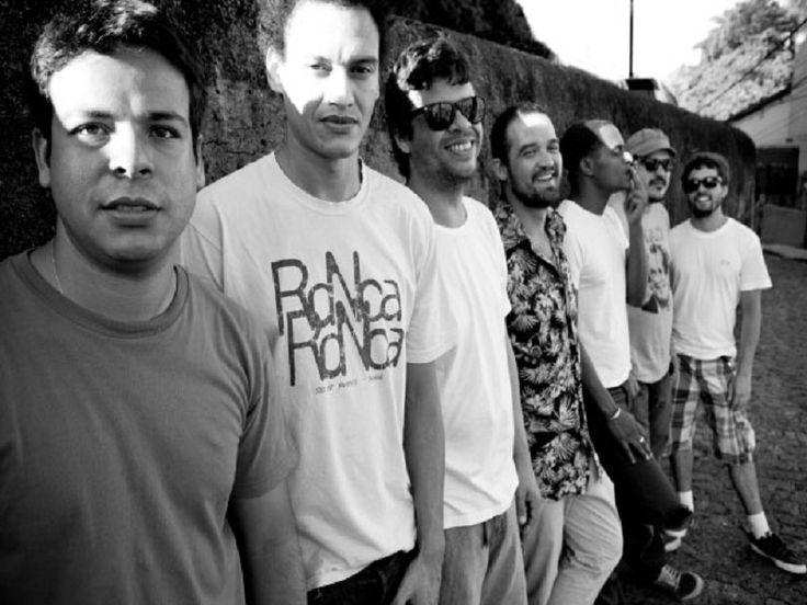 No próximo domingo, 14, as bandas Feijão Coletivo, Paraphernália e o DJ Marcelinho se apresentam no Teatro Municipal Carlos Werneck, durante o Parque Coletivo, no Aterro do Flamengo. Com entrada franca, os shows acontecem das 12h às 17h.