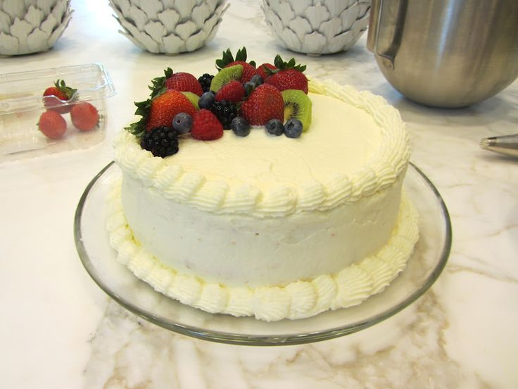 Made 12/2014 - for C's b-day.  Really good frosting but I need to work on the cake part.  Mine was a little dry - good flavor though.  whole foods berry chantilly cake