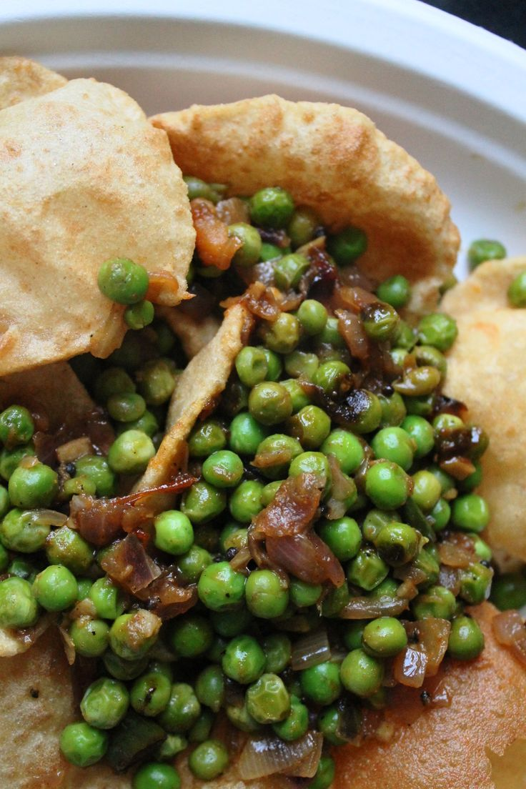 Green peas dry fry and poori