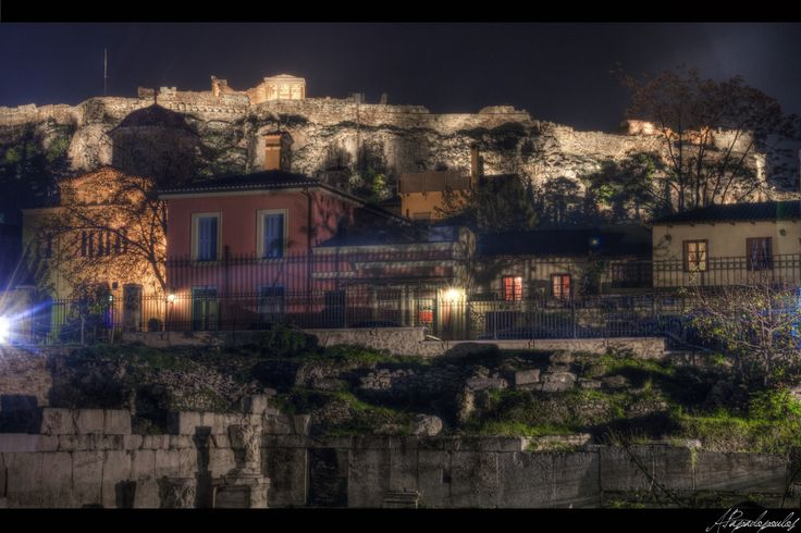Under the acropolis - A nighttime stroll through the streets of the Acropolis
