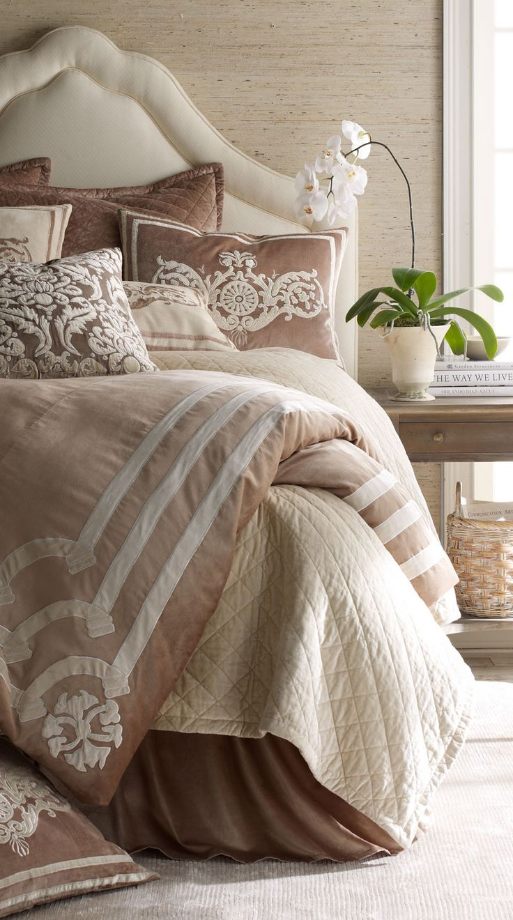 Neutral, beige bedroom - Lili Alessandra Bed Linens | case di lusso | lussocase.it