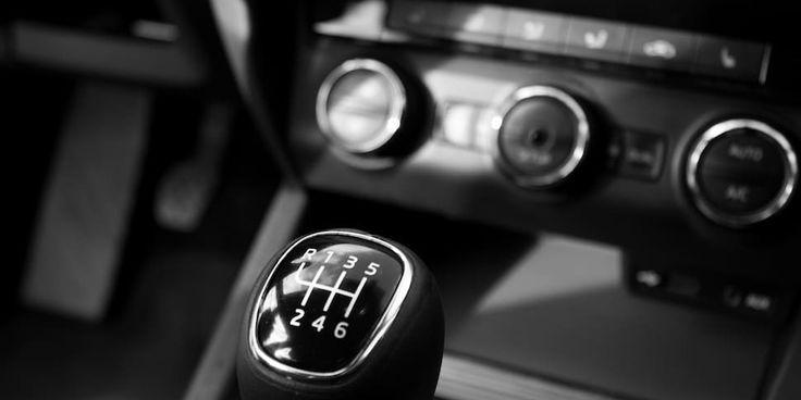"""Puede parecer que se va en contra de lo reconocido como una """"verdadera conducción"""", pero marcas como #Ferrari, #Lamborghini y #MercedesBenz han dejado la transmisión manual en el pasado. ¿Cuál es tu opinión?"""