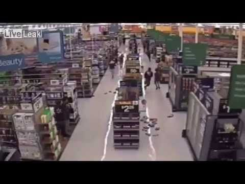 Teens Rampage, Rob Another WalMart - YouTube