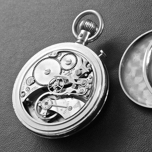 REPOST!!!  Le chronomètre vintage #Heuer livre ses secrets dans le dernier article #horlogerie sur LyonAuMasculin.com (lien direct cf. profil 🔝) Une pièce vintage dénichée par @petite_geneve 👌⏱❤️ #Chronometre #Vintage #Chronograph #VintageHeuer #Rattrapante #Complication #Calibre #Horloger #WatchCollector #InstaWatch #Timepieces #MontreDuJour #WatchOfTheDay #TagHeuer #SwissMade #ToysForBoys #InstaWatch #MensStyle #ArtDeVivre #Masculin #Lyonnais #WatchAddict #PetiteGeneve #Lyon…