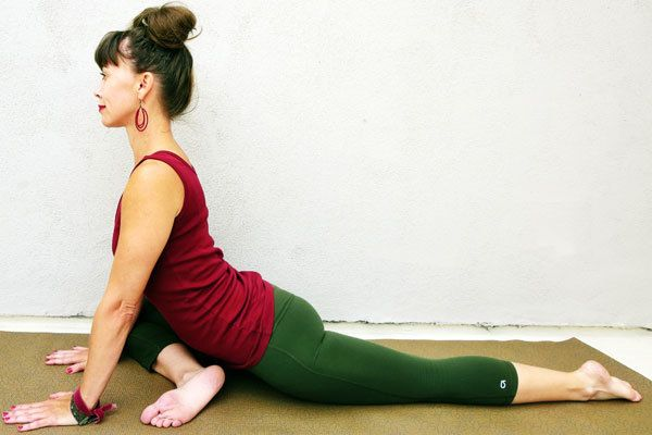 Weight lifters need yoga for flexibility / 9 Yoga Stretches to Help Loosen the Hips and the Lower Back