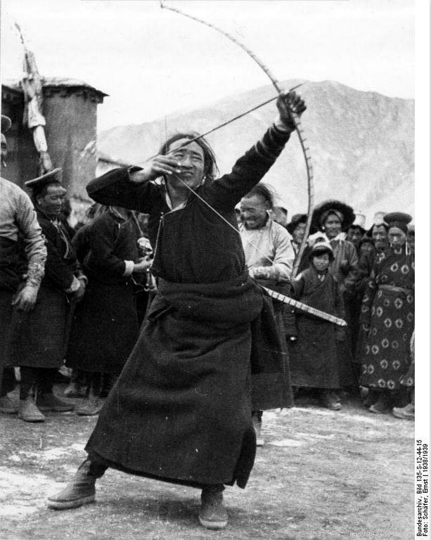 File:Bundesarchiv Bild 135-S-12-44-15, Tibetexpedition, Neujahrsfest Potala.jpg Title Tibetexpedition, Neujahrsfest Potala Original caption Lhasa, Neujahrsfest Archive description Bogenschießen, Bogenschütze Depicted place Tibetexpedition