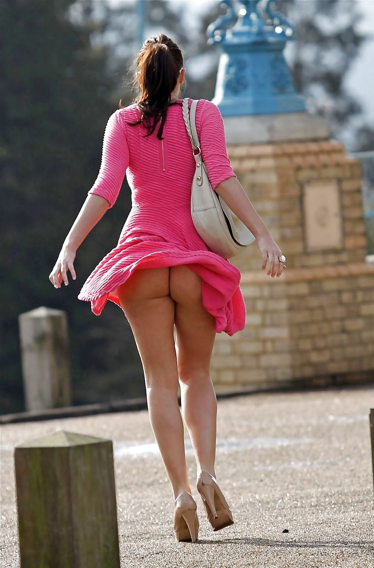 Pink upskirt oops