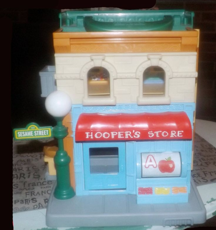 Folding, hinged Sesame Street Workshop | Hoopers Store made by Hasbro in 2010. Pop-up Oscar in garbage can, helpful carry handle.