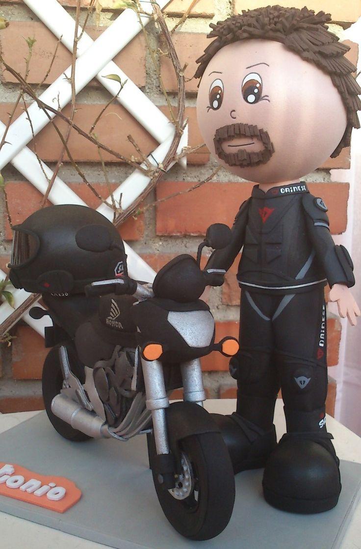 Motorista ,casco y moto. Todo realizado con Goma Eva