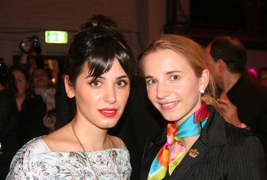 Popstar Katie Melua besuchte ebenfalls die Eco-Fashion Kollektion von Ada Zanditon für den Herbst/Winter 2013/14.