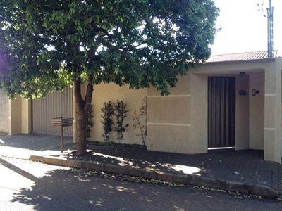 Rede 10 Imobiliárias Casa a venda Uberlândia no Santa Monica, com 3 quartos, com 1 suites, com 6 vagas Valor: R$ 310.000,00 - Código: UD1844