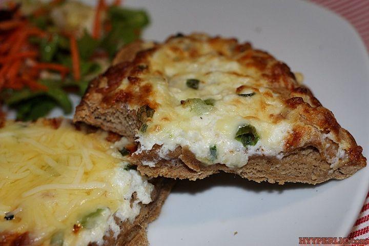 Das Wagner Rustipani ist eine neue Brotspezialität von Wagner mit dunklem Ofenbrot und geräuchertem Käse und einer sahnigen Ricotta-Creme.