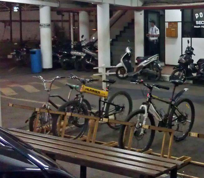 parkir sepeda di jakarta