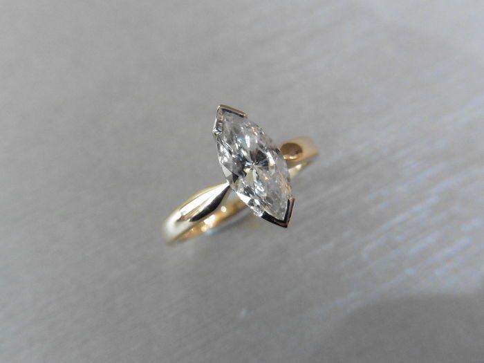 18 k gouden Marquise Solitaire diamantring - 0.71ct - maat 52  18 k gouden solitaire diamantring750 UK hallmarked 18kMarkiezin diamant 075 ctKleur - HClarity - SI2Gouden gewicht - 3.3 gms2 klauw witgoud instellen met geel gouden band Geen certificaat met deze ringWordt geleverd in presentatie doosVerzendopties uit UK-GRATIS verzending - Up tot 15 werkdagen via Royal MailZEER snelle verzending - 30 euro 1-2 dagen via koerier Let op: sommige landen gelden de invoerrechten wees u ervan bewust…