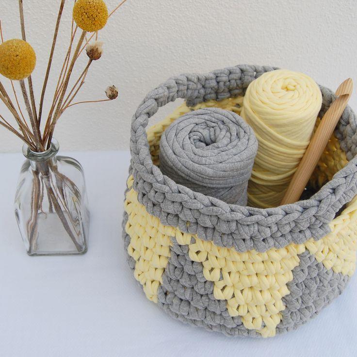 cesto de trapillo con asas, gris y amarillo jacquard