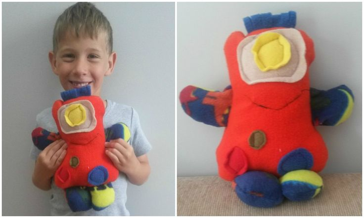 Max made this great Alien softie using my 'Kids Creations: Easy Softie Projects' pattern.  Isn't it fantastic!  He should be very proud of himself!  Well done Max!  I love seeing kids sewing - it brings such a smile to my face.  Thanks Mellissa for sharing this photo of your boy and his wonderful creation.   You can find the pattern for this design in my Etsy shop: https://www.etsy.com/au/listing/210796010/kids-creationseasy-softie-projects-pdf