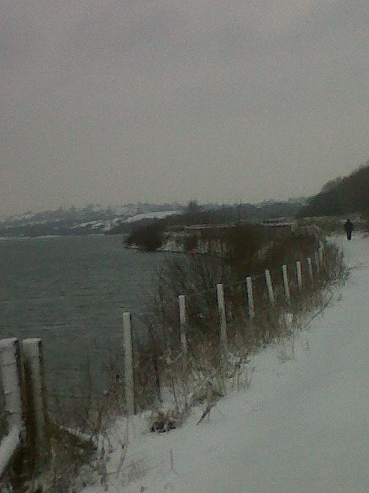 A snowy Carsington Water