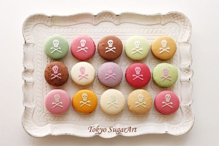ラデュレのマカロンにアイシングでデコレーションの画像:東京シュガーアート 頑張ってシュガーアートを広めてマス!
