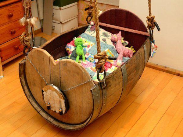 Weinfass Babybett und viele andere DIY Möbel aus Holzfass gebastelt