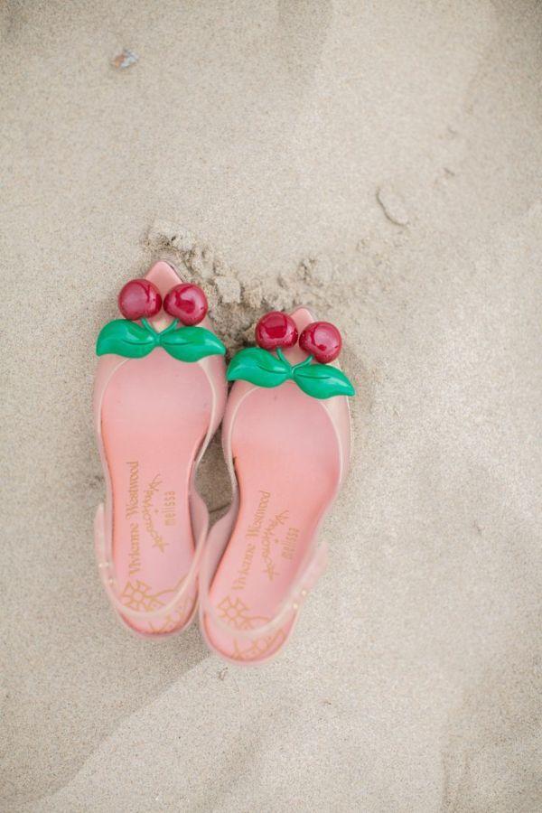Plaj Sandaletleri bu yaz çok iddialı.Birbirinden güzel plaj sandaletleri bu yaz plajlarda çok beğenilecek.Plaj Sandaletleri Modahane de sizleri bekliyor.