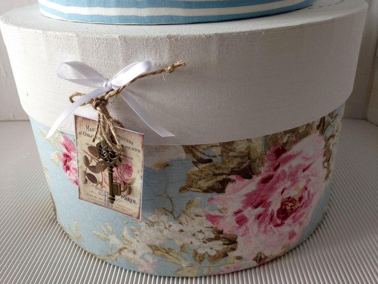 Kisten & Boxen - Hutschachtel L hellblau-beige-weiss Rosen - ein Designerstück von gittirai bei DaWanda
