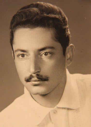 جمشید مشایخی در ۲۲ سالگی