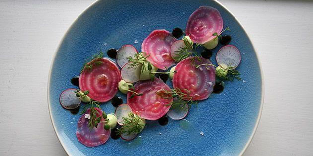 Vildt flot forret, der også imponerer smagsløgene med de dejlige grøntsager og den bløde avocadocreme.