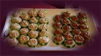 Komkommer met kip-saté en tonijnsalade