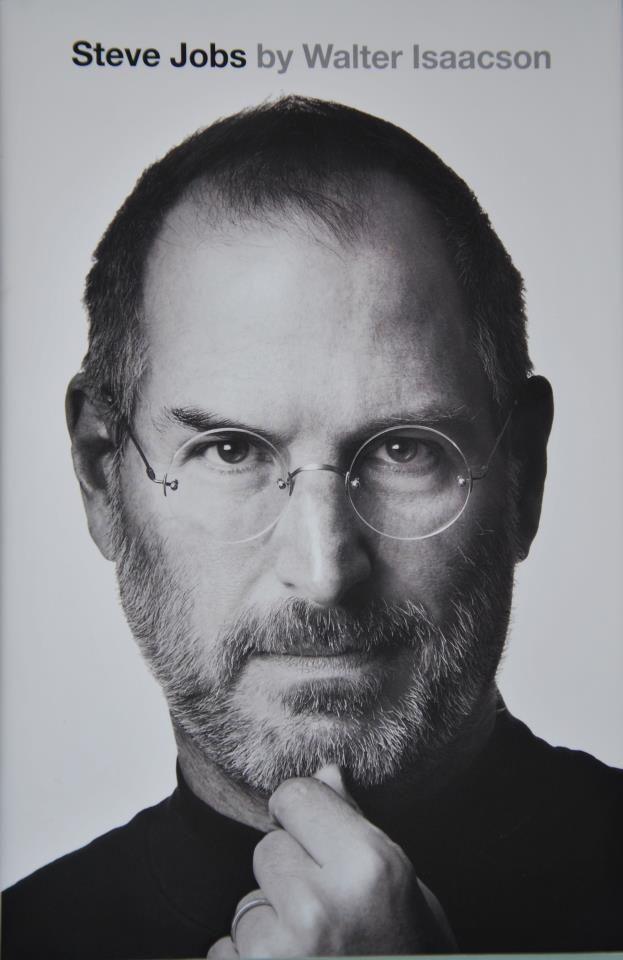 Wielka dawka wiedzy o życiu S. Jobsa. Napisana w taki sposób, że nie można się od niej oderwać. 700 stron, które przeczytałem praktycznie jednym tchem. Uwaga, istnieje ryzyko, że po przeczytaniu pobiegniesz do sklepu i kupisz wszystko co apple ma w ofercie:)