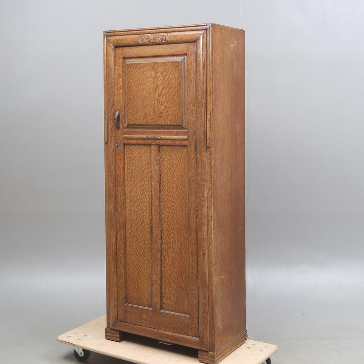 GARDEROBSKÅP, ek, jugend, omkring 1900. Möbler - Skåp & Hyllor - Auctionet