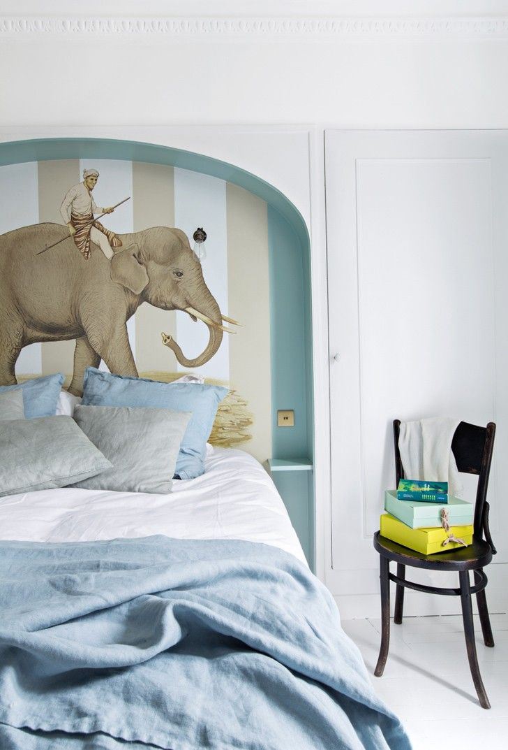 Elephant in bedroom #wallpaper #bed #bedroom #elephant #stripes #blue #bedding #bedlinen