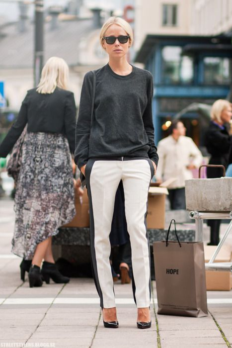Casual and coolFall Outfit Ideas, Fashion Weeks, Black And White, Street Style, Black White, White Pants, Blackwhite, White Jeans, Elin Kling