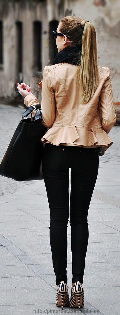 Waaier jasje ,skinny zwarte broek ,gestreepte pumps