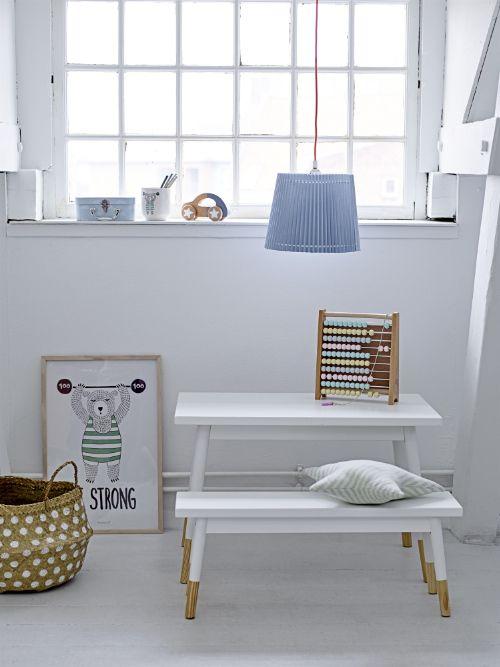 Kindertafel met witte houten bank - - bekijk en koop de producten van dit beeld op shopinstijl.nl