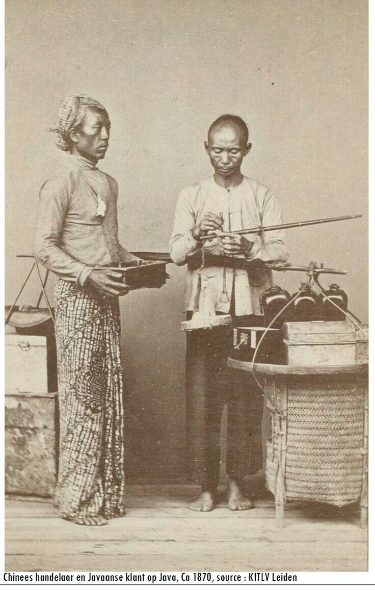 Chinese and Javanese man. Ca 1870