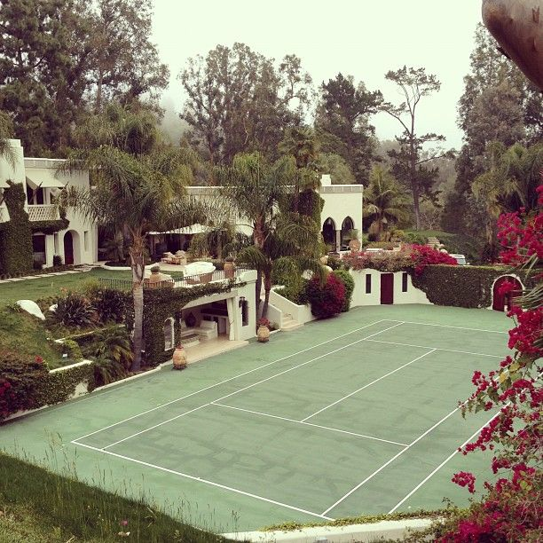 Beautiful house with tennis court. Dream house!!