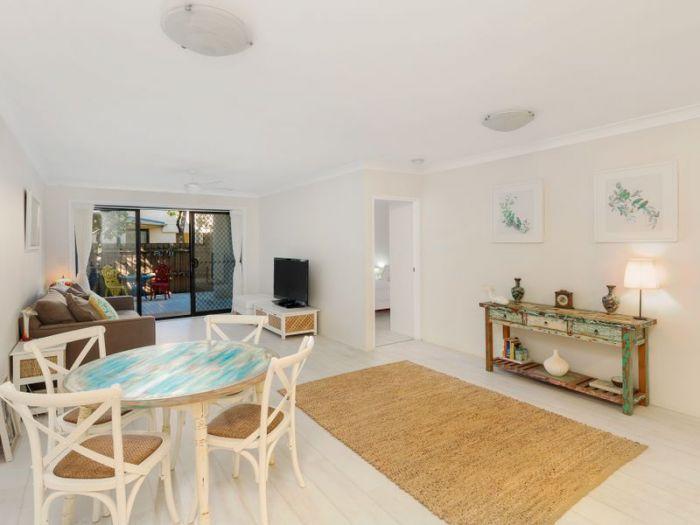 LJ Hooker Freshwater - For Sale - 4/1-3 Funda Place Brookvale - 2 Bed, 2 Bath, 2 Car. Offers over $660,000 - Modern Spacious Apartment. Contact John 0419221002 http://freshwater.ljhooker.com.au/VV6GMF/4_1-3-funda-place-brookvale