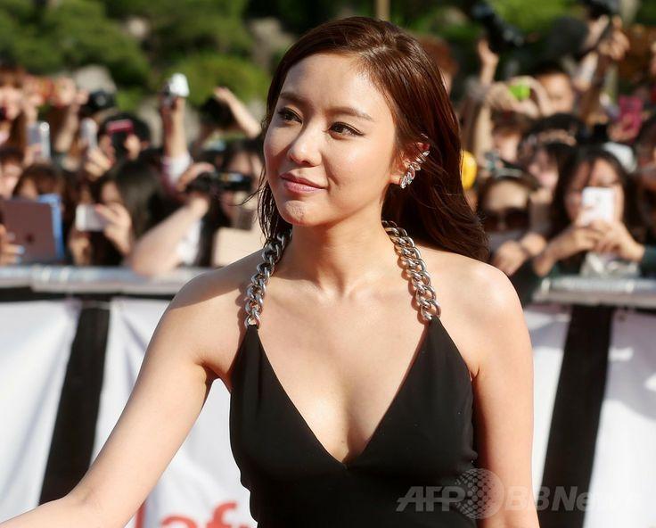 韓国・ソウル(Seoul)にある慶煕大学(Kyung Hee University)の「平和の殿堂(Grand Peace Hall)」で開催された、第50回百想芸術大賞(Baeksang Arts Awards)に臨む、女優のキム・アジュン(Kim A-Joong、2014年5月27日撮影)。(c)STARNEWS ▼5Jun2014AFP|イ・ビョンホンやチョン・ジヒョン、百想芸術大賞授賞式に出席 http://www.afpbb.com/articles/-/3016712 #Kim_A_Joong