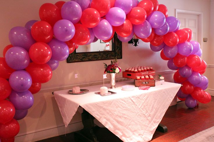 pink and red balloon arch - supper easy DIY! @Kat Neunaber