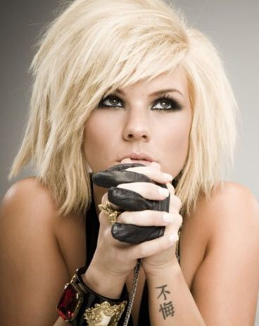 If i ever decided to cut my hair short and looks this good in it, would do this cut. Kimberly Caldwell.