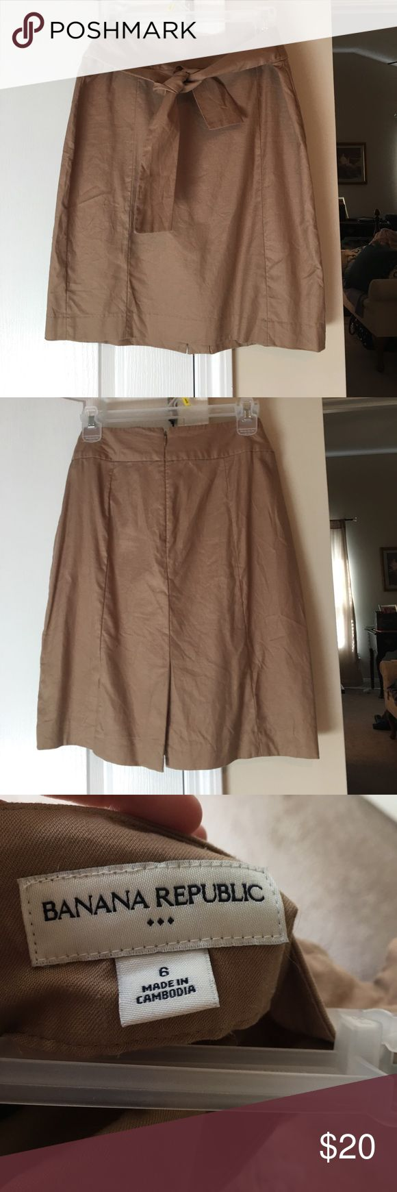 Banana Republic khaki pencil skirt with tie. Sz6. Very chic and sophisticated. Looks great on. Size 6. You can tie it multiple ways. EUC. Smoke free home. Ann Taylor Loft. Khaki. Pencil skirt. Banana Republic Skirts Pencil