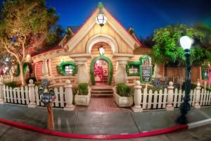 Mickey's House in Toontown - Norm Lanier/Flickr/CC BY-NC 2.0