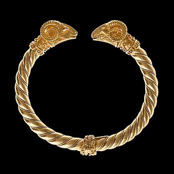 ARMBAND, 18K guld rubiner, briljantslipade diamanter ca 0.6 ct. Vikt 47,2 g.