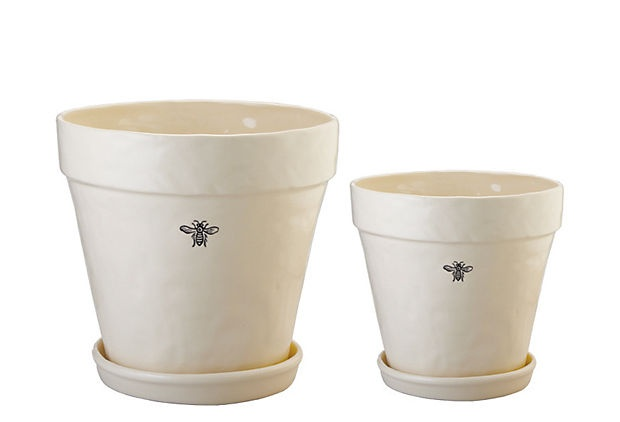 bee planters: Bees Favorite, Cotta Planters, Heart Bees, Bees Theme, Stoneware Bees, Awsome Products, Bees Planters, Bees Knee, Bees Stuff