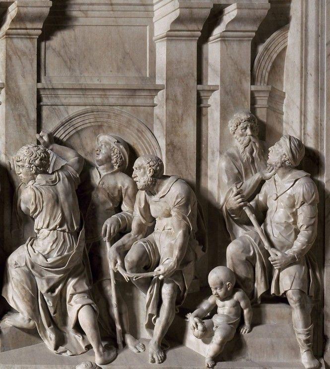 """Il Rivestimento Marmoreo della #SantaCasa: lo """"SPOSALIZIO DELLA VERGINE"""" (particolare), di Nicolò Tribolo (1531-1533). Esso rappresenta dei giovani che spezzano rabbiosi i bastoni non fioriti, a causa della loro esclusione dal matrimonio con Maria, secondo un racconto apocrifo. #Loreto #SanctuaryofLoreto #marchespiritualroute"""