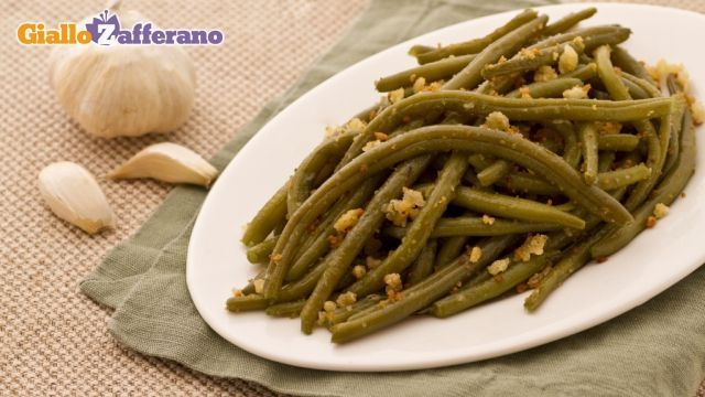 Fagiolini all'aglio e mollica croccante