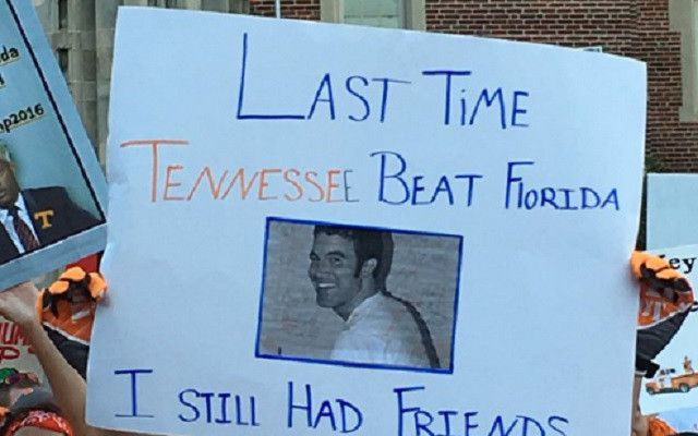 Best College GameDay Signs Week 4 Tennessee Vs Florida - http://viralfeels.com/best-college-gameday-signs-week-4-tennessee-vs-florida/