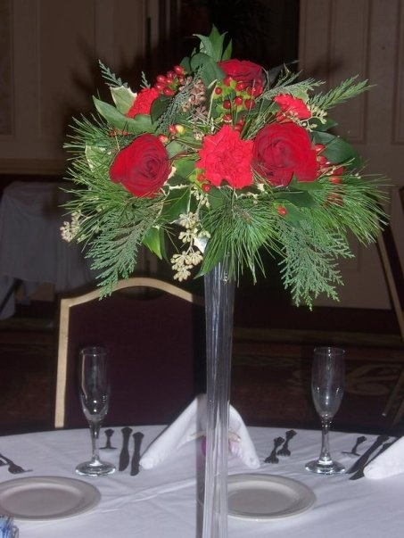 Christmas Wedding Centerpiece With White Flowers And Red