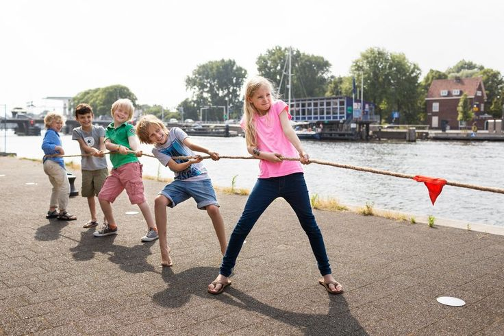 BS Tug of War game for tough and cool kids! The rope is made of hennep and includes middle line and flag. The rope is 10m, so you can invite all your friends for a tournament!